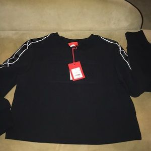 Woman cropped crew neck black Hunter NWT Small